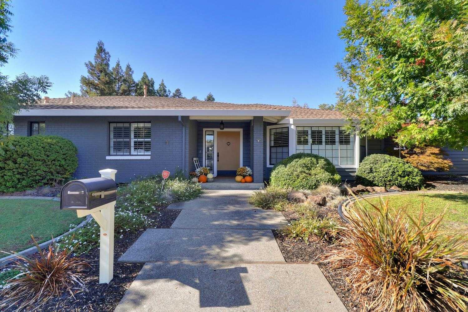 $1,049,000 - 4Br/3Ba -  for Sale in Stonegate, Davis