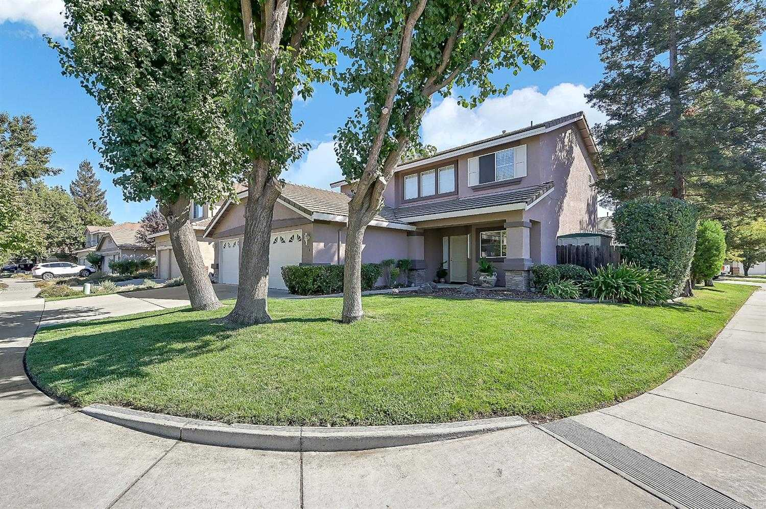 $693,999 - 4Br/3Ba -  for Sale in Mace Ranch Park 11, Davis
