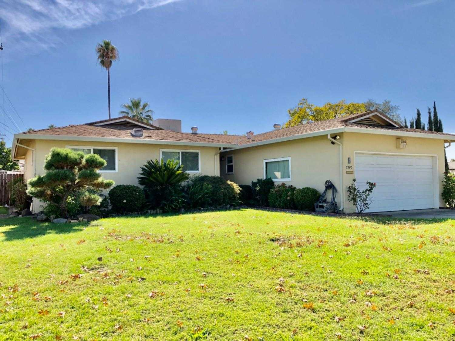 $345,000 - 4Br/2Ba -  for Sale in Sacramento