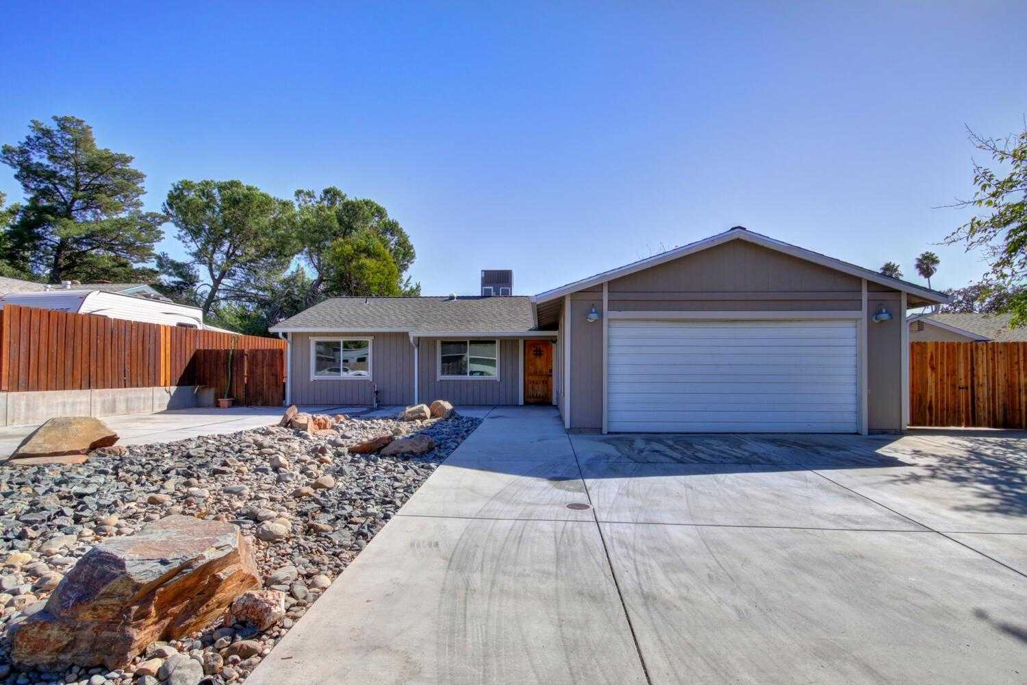 $499,000 - 3Br/2Ba -  for Sale in Folsom