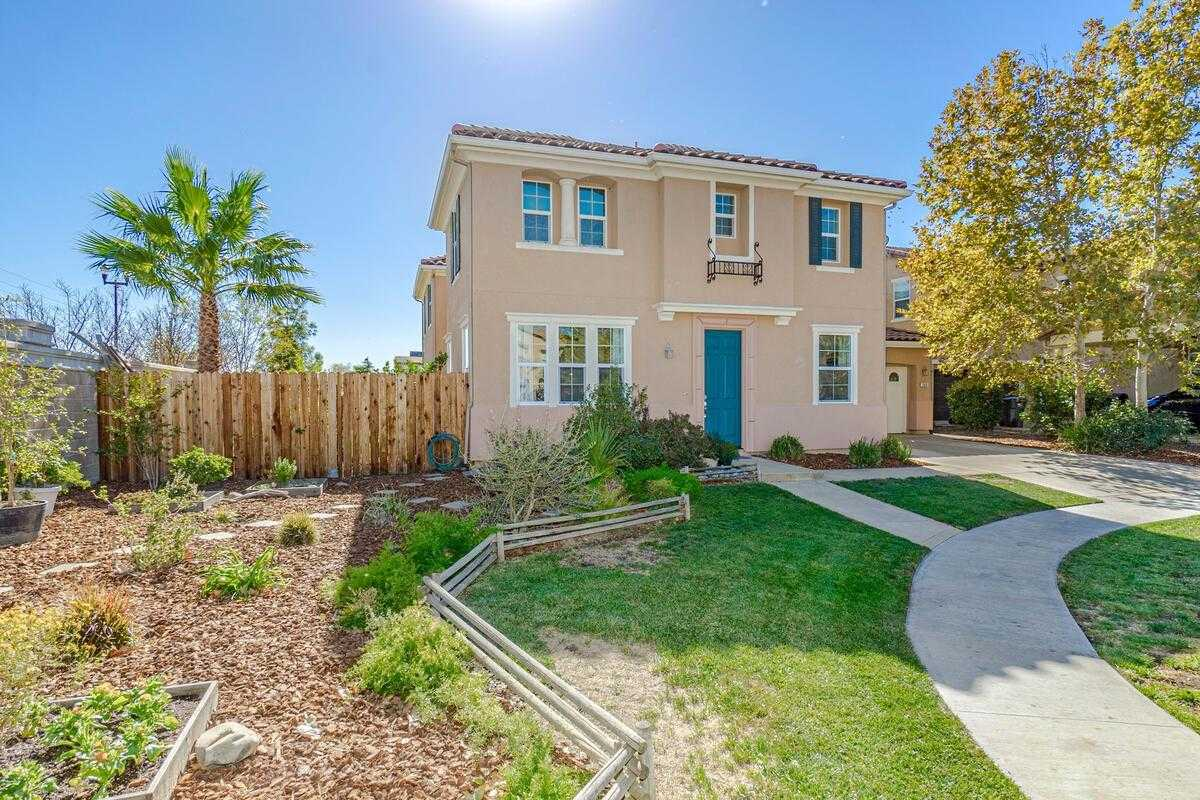 $559,000 - 4Br/3Ba -  for Sale in Woodland