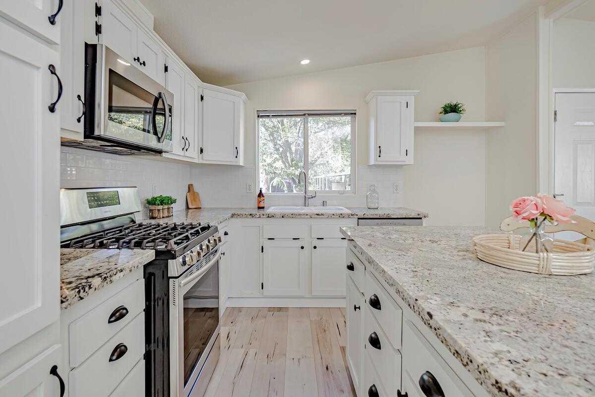 $235,000 - 3Br/2Ba -  for Sale in Davis