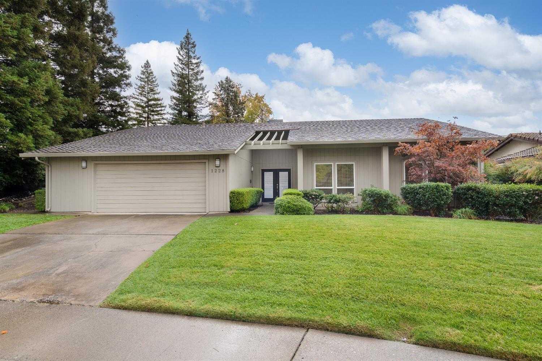 $700,000 - 3Br/2Ba -  for Sale in Del Dayo Estates, Sacramento