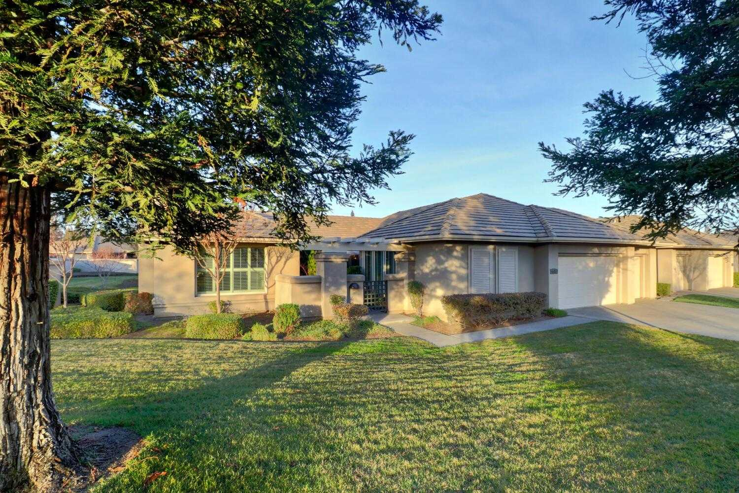 $721,000 - 3Br/3Ba -  for Sale in The Retreat, Elk Grove