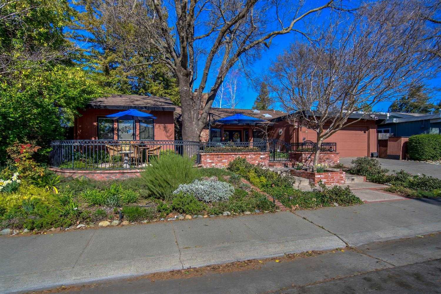 $950,000 - 3Br/3Ba -  for Sale in Davis