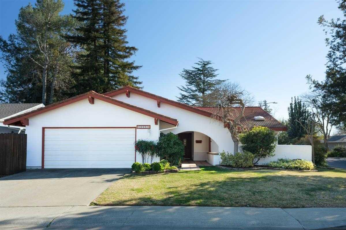 $949,000 - 4Br/2Ba -  for Sale in Stonegate, Davis