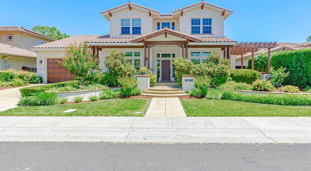 $1,625,000 - 4Br/3Ba -  for Sale in Lake Alhambra Estates, Davis