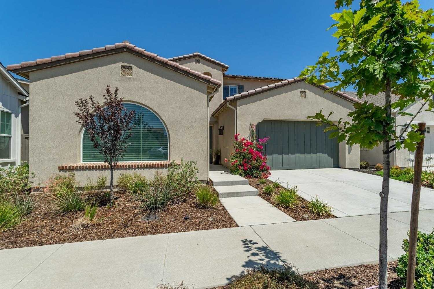 $1,300,000 - 4Br/4Ba -  for Sale in Cannery, Davis