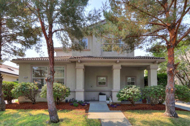 $880,000 - 4Br/3Ba -  for Sale in Davis