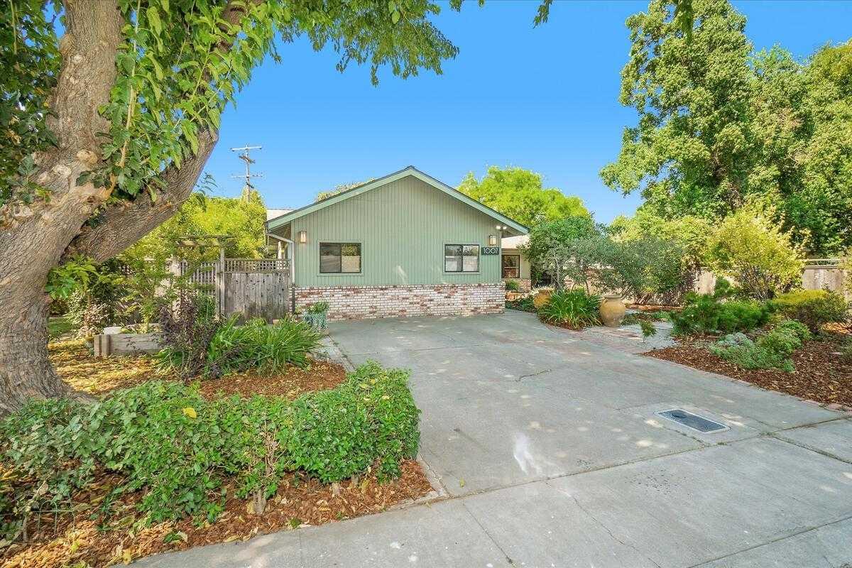 $689,000 - 3Br/3Ba -  for Sale in Davis