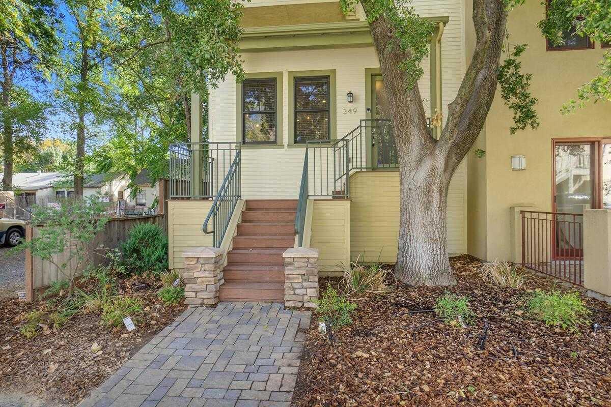 $949,000 - 3Br/3Ba -  for Sale in Central Park West, Davis
