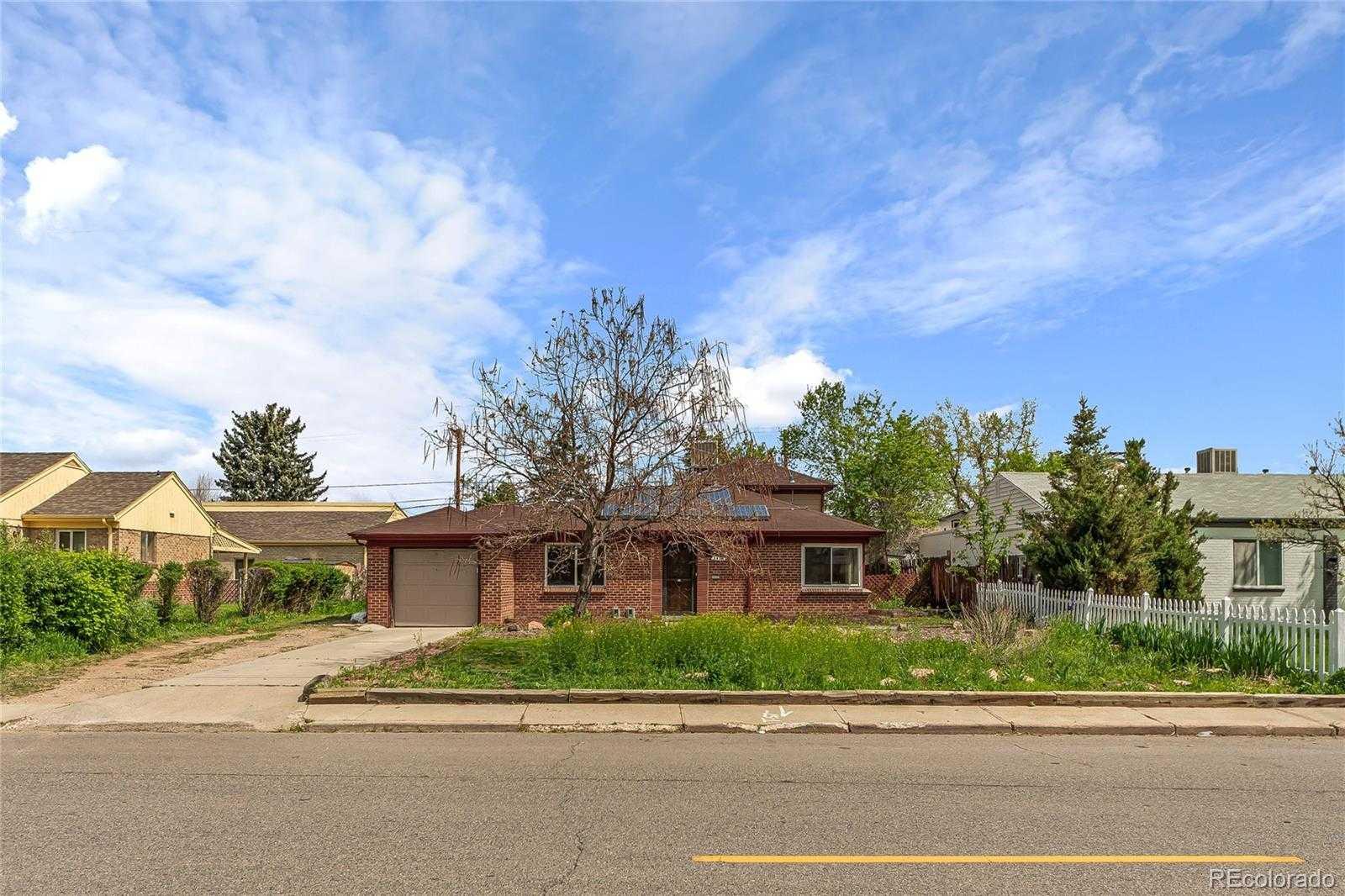 $650,000 - 3Br/3Ba -  for Sale in City Park, Denver