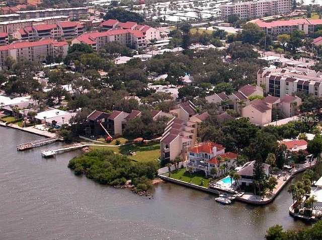 $300,000 - 2Br/1Ba -  for Sale in Bay Oaks, Sarasota