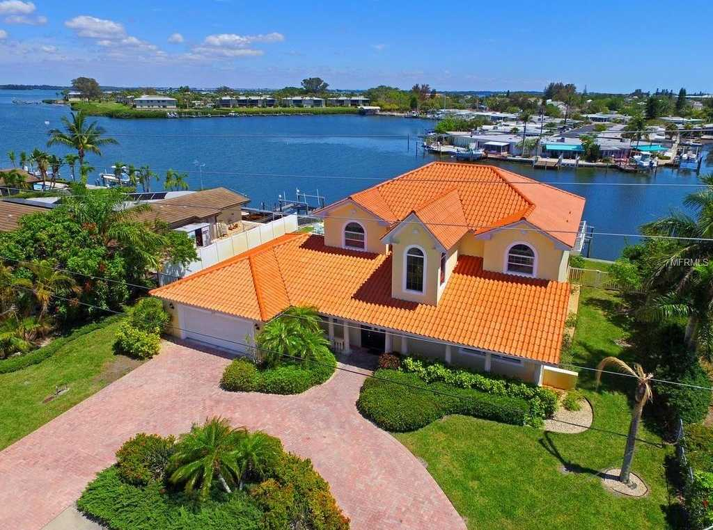 $1,750,000 - 5Br/5Ba -  for Sale in Key Royale First Add, Holmes Beach
