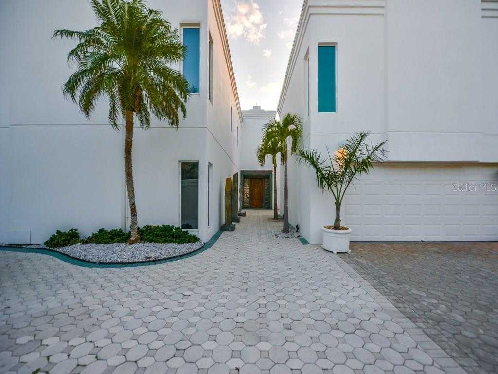 $8,900,000 - 9Br/11Ba -  for Sale in Casey Key, Osprey