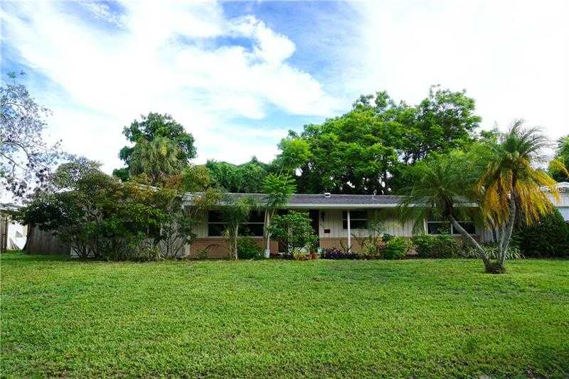 $309,000 - 3Br/3Ba -  for Sale in South Gate Unit 31, Sarasota