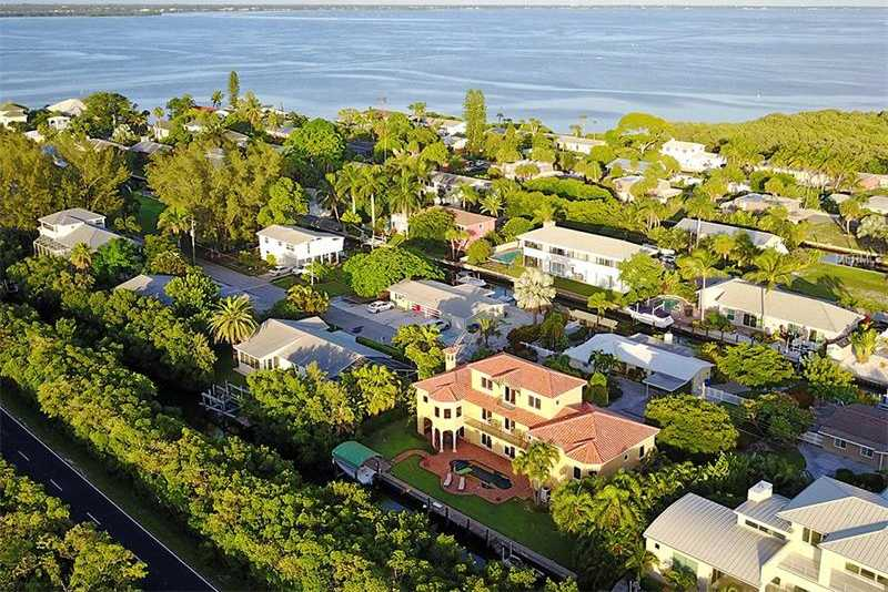 $1,296,000 - 4Br/4Ba -  for Sale in Shipmans Add, Longboat Key