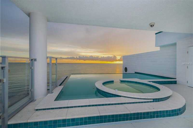 $13,000 - 3Br/4Ba -  for Sale in The Waves, Englewood