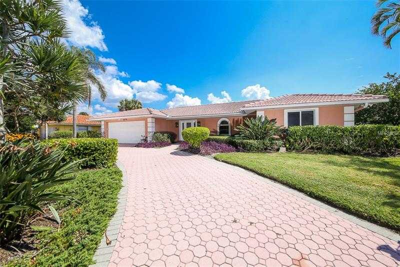 $995,000 - 3Br/3Ba -  for Sale in Country Club Shores Sec 03, Longboat Key
