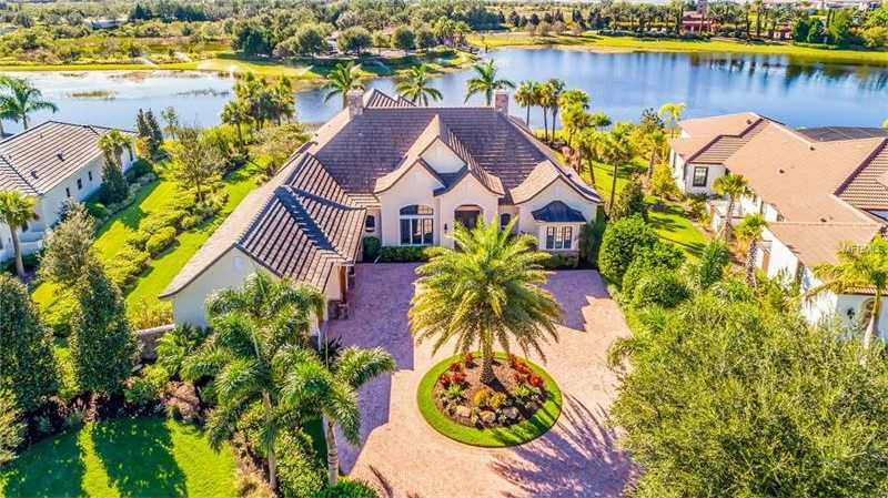 $1,545,000 - 4Br/3Ba -  for Sale in Lake Club, Lakewood Ranch