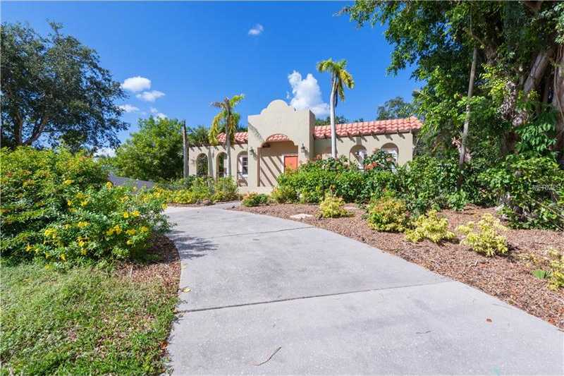 $625,000 - 3Br/5Ba -  for Sale in Sunset Bay Sub, Sarasota