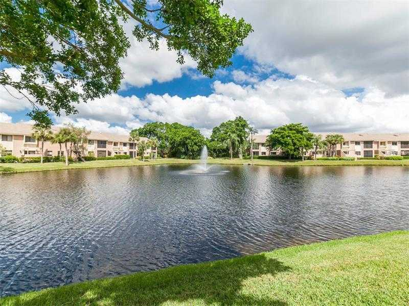$313,000 - 2Br/2Ba -  for Sale in Landings South, Sarasota