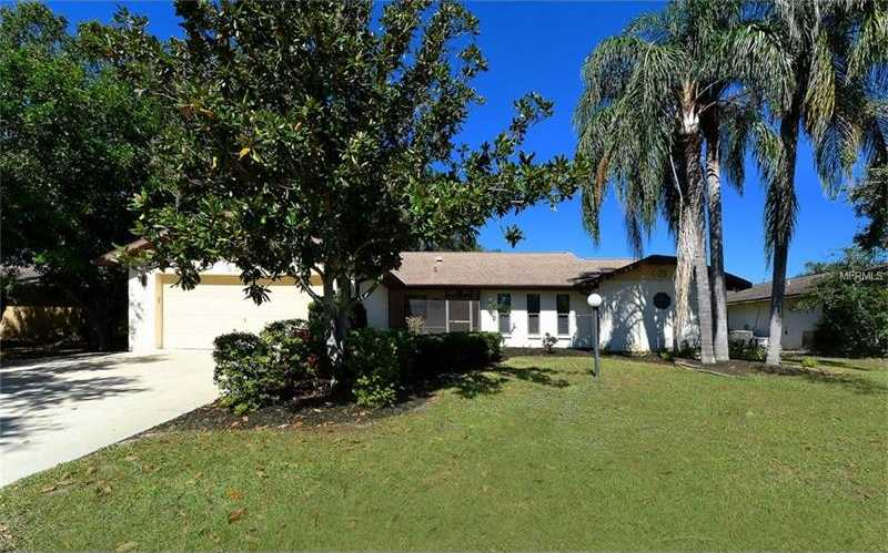 $300,000 - 3Br/2Ba -  for Sale in Country Meadows, Sarasota