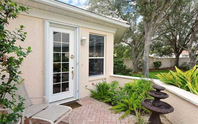 $675,000 - 3Br/3Ba -  for Sale in Mandarin Park, Sarasota