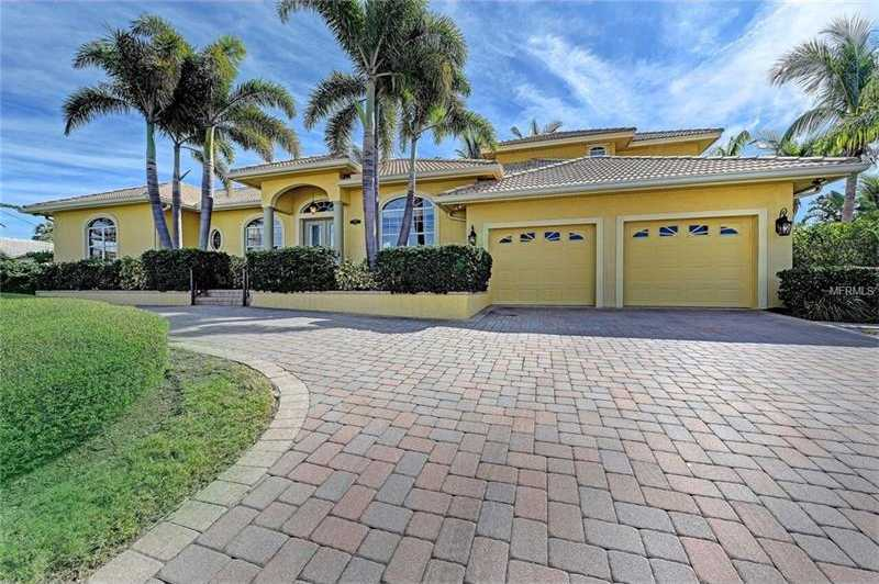 $1,525,000 - 4Br/3Ba -  for Sale in Country Club Shores Sec 02, Longboat Key