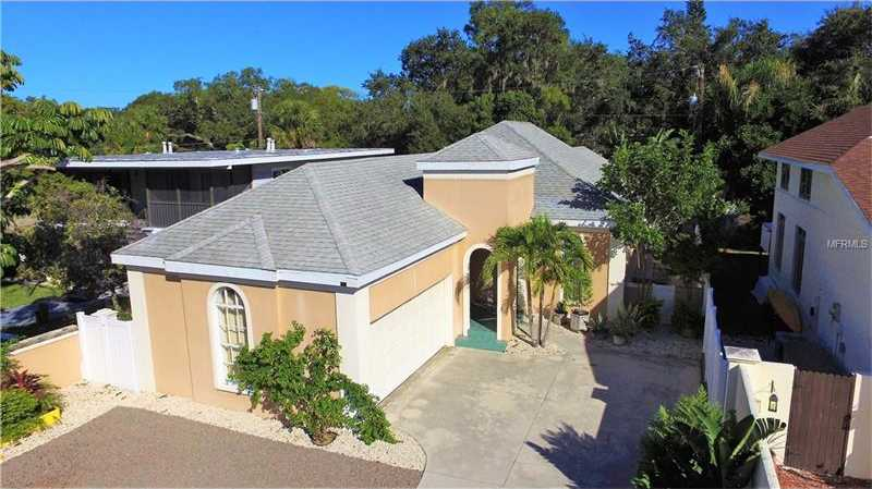 $388,000 - 3Br/2Ba -  for Sale in Bayview, Sarasota