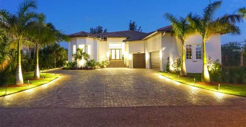 $2,849,000 - 3Br/4Ba -  for Sale in Country Club Shores, Longboat Key
