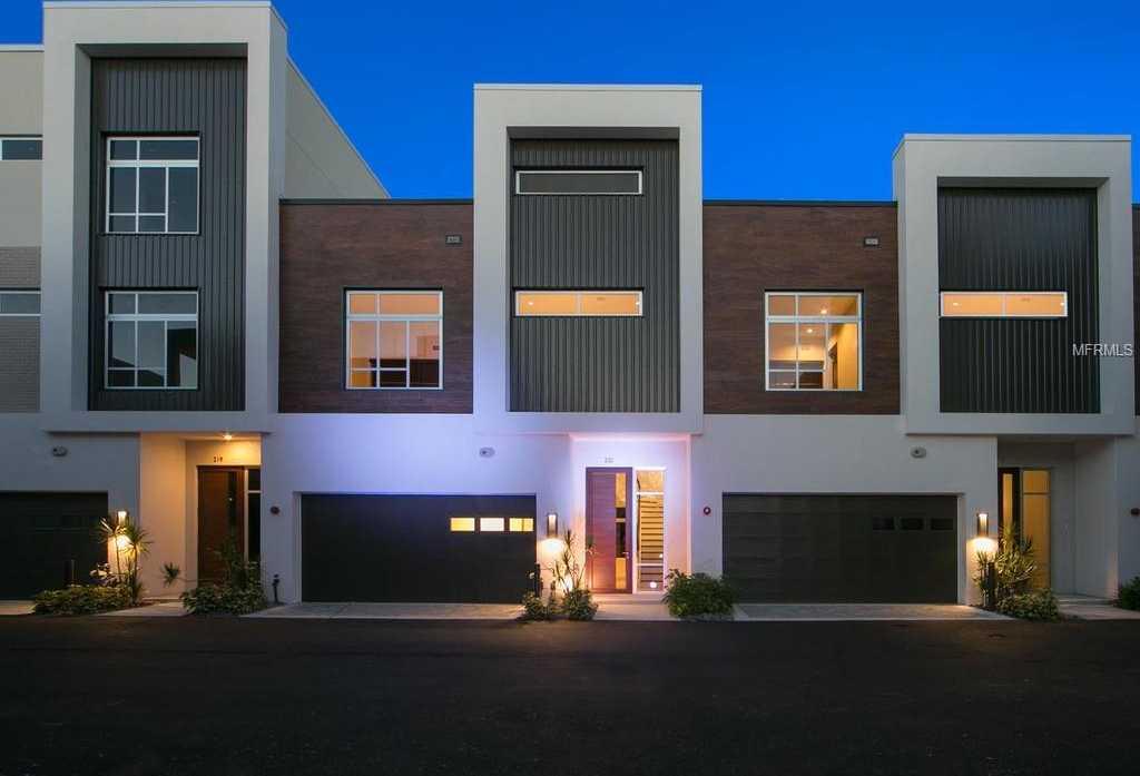 $899,000 - 3Br/4Ba -  for Sale in Q, Sarasota
