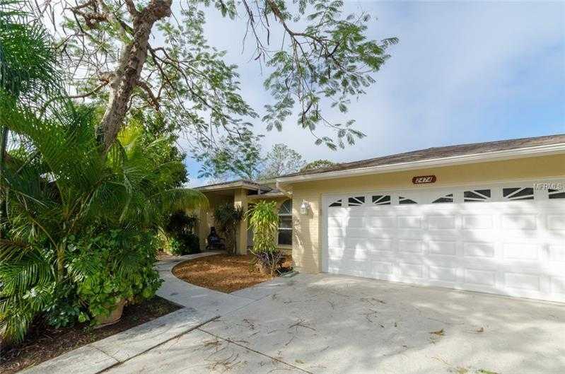 $310,000 - 3Br/2Ba -  for Sale in Colonial Oaks, Sarasota