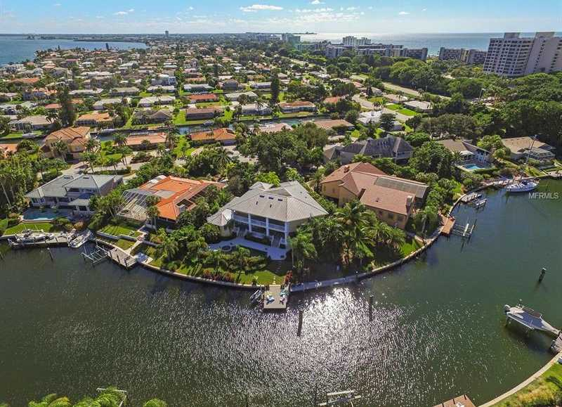 $3,250,000 - 4Br/5Ba -  for Sale in Country Club Shores, Longboat Key