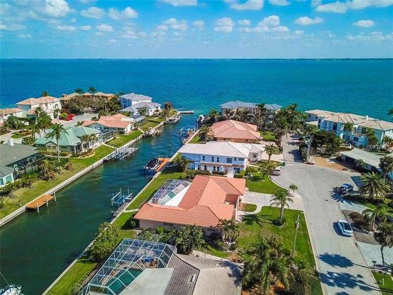 $800,000 - 3Br/3Ba -  for Sale in Country Club Shores Sec 03, Longboat Key