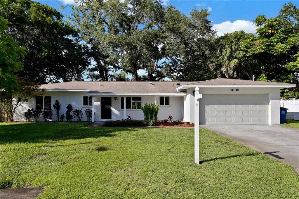 $395,000 - 3Br/2Ba -  for Sale in Lakewood Country Club Estates, St Petersburg