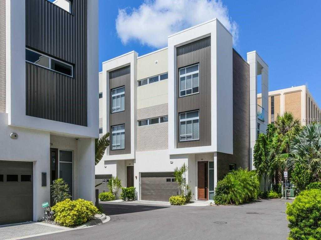 $925,000 - 3Br/4Ba -  for Sale in Q, Sarasota