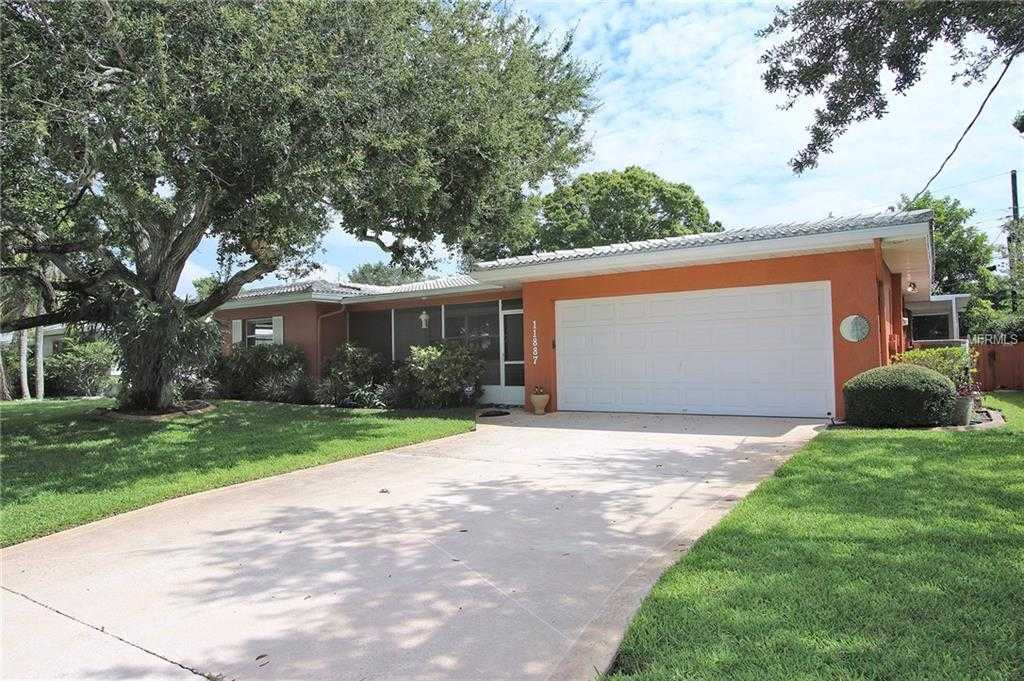 - 3Br/2Ba -  for Sale in Oakhurst Shores 2nd Add, Seminole