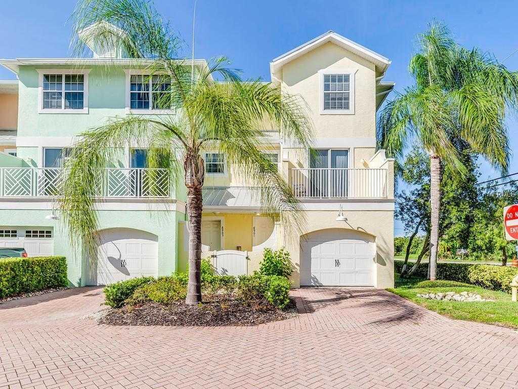 $420,000 - 3Br/3Ba -  for Sale in Siesta Pointe, Sarasota