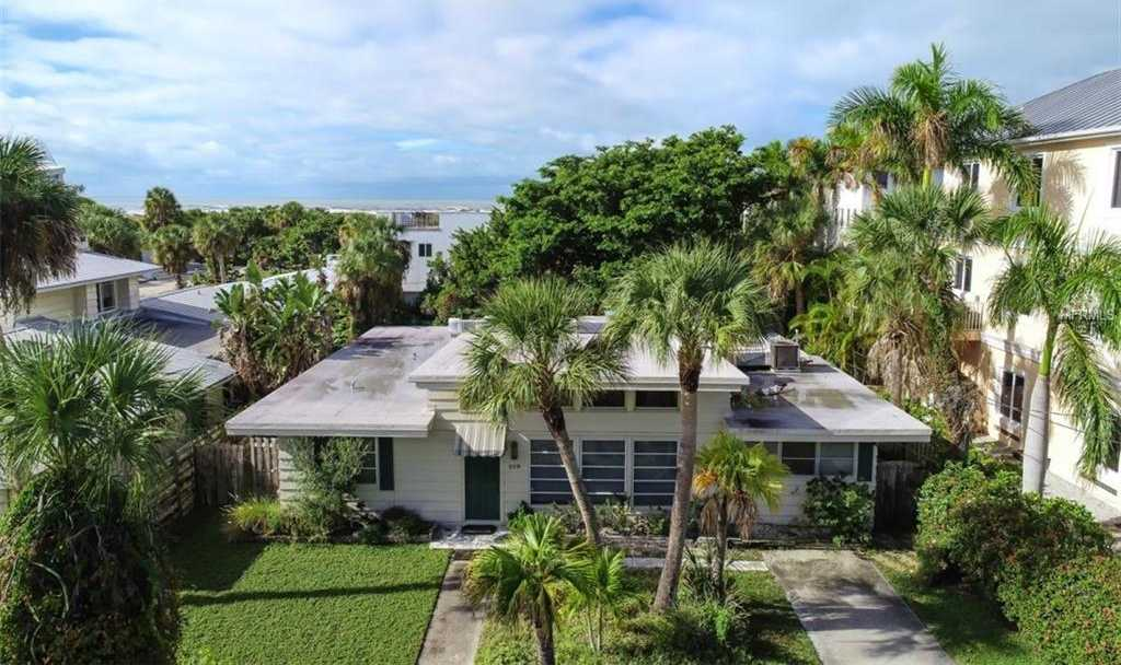 $977,000 - 4Br/3Ba -  for Sale in Lido Beach Div A, Sarasota