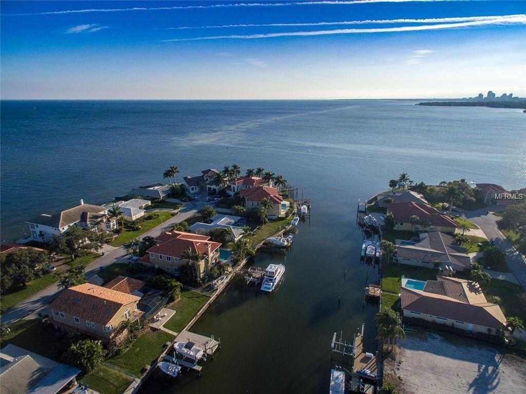 $835,000 - 4Br/2Ba -  for Sale in Venetian Isles Unit 8, St Petersburg
