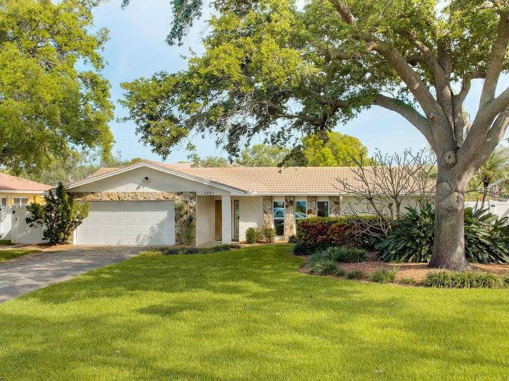 $695,000 - 4Br/3Ba -  for Sale in Tanglewood Isle Sub, St Petersburg