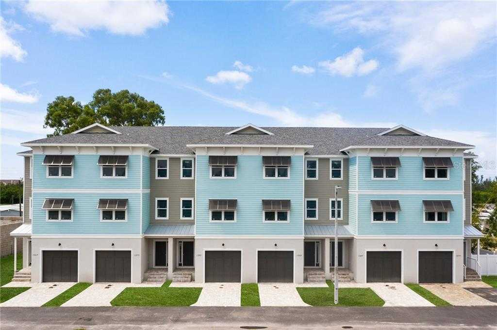 $449,000 - 3Br/3Ba -  for Sale in Riviera Twnhms, St Petersburg