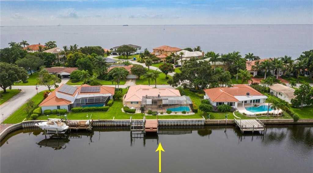$889,900 - 4Br/2Ba -  for Sale in Venetian Isles, St Petersburg