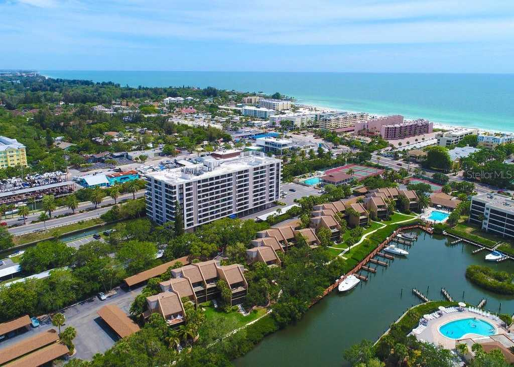 $477,900 - 2Br/2Ba -  for Sale in Anchorage, Sarasota