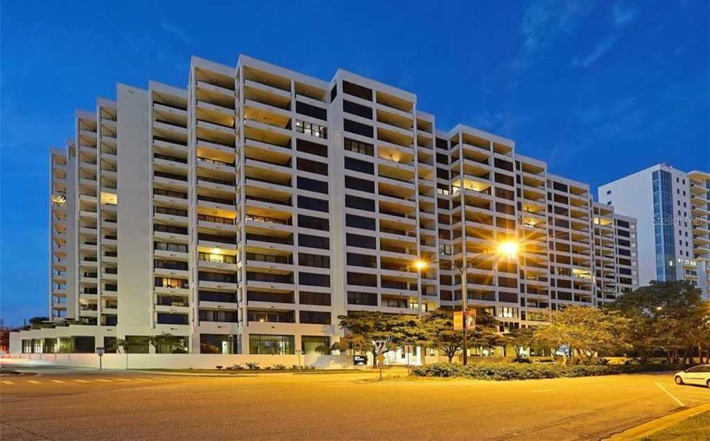 $900,000 - 3Br/2Ba -  for Sale in Bay Plaza, Sarasota