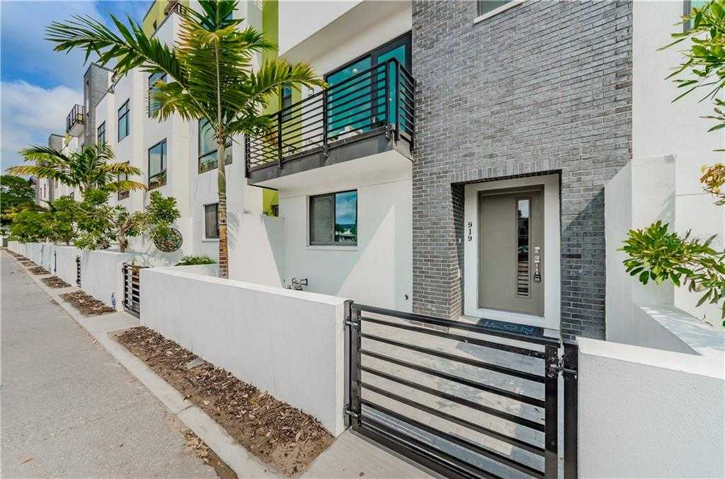 $612,000 - 3Br/4Ba -  for Sale in District On 9th, St Petersburg