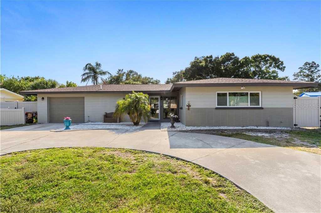$375,000 - 3Br/2Ba -  for Sale in South Gate Manor, Sarasota