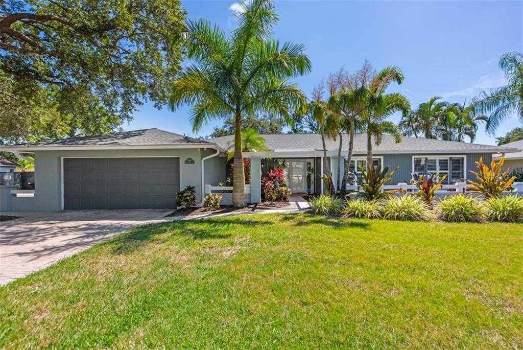 $405,000 - 3Br/3Ba -  for Sale in Beneva Woods, Sarasota
