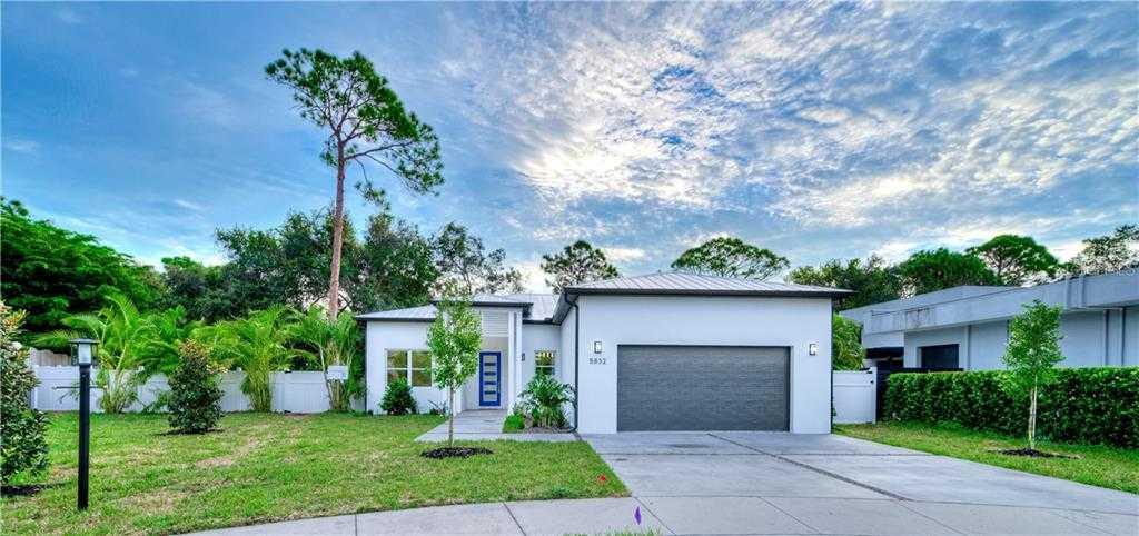 $800,000 - 4Br/3Ba -  for Sale in Phillippi Pines, Sarasota